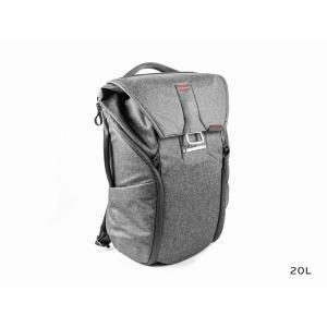 毎日使いに最適 物の整理がとにかく楽  ユニークな仕切りシステムは、バッグの底に物が積み重ならず、整...