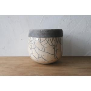 サイズ:直径16cm、高さ16cm 素材・色:陶器・白(光沢)×グレー(素地) メーカー・国:ドマー...