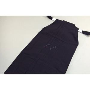 色落ちなく縮みなく 柔らかく膨らみのある本格木綿袴のような風合いです。  この袴は基本的にはポリエス...