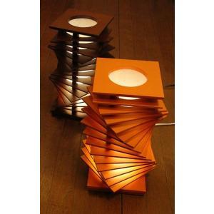 Flamesスパイラルタワー 木製可動フロアスタンドインテリア照明|himalaya