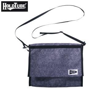 HOLDTUBEから新たに収納力の高いサッシュバッグを提案。 マチ付のメインポケットには使いやすい間...