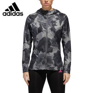 雨の日も、ランニングを楽しむために。撥水性ファブリックを採用したジャケット。フードが頭と顔を風雨から...