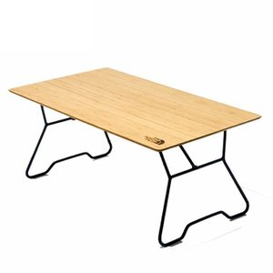 アウトドアからインドアまで幅広く使用できる、高さ34cmの頑丈なローテーブルです。高品質の竹製天板を...