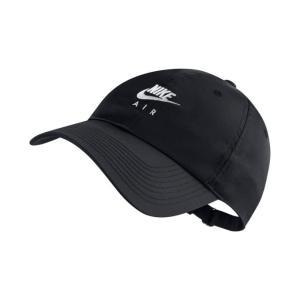 まずは帽子から。 ナイキ エア ヘリテージ86 キャップは、髪がまとまらないときにも役立つトレンド感...
