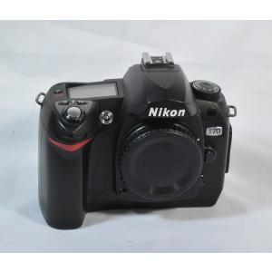2004年にニコンより発売されたデジタル一眼レフカメラです。  610万画素CCDを搭載したAPS-...