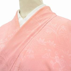 リサイクル着物 色無地 中古 仕立て上がり 正絹 縮緬 地紋入り 紗綾形文様 ピンク系 ll0328c|hitotoki