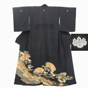リサイクル着物 黒留袖 中古 仕立て上がり 正絹 五つ紋 比翼付き 扇、松文様 黒系 ll0477b|hitotoki