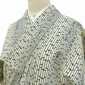 リサイクル 小紋 中古 化繊 単衣 洗える ちょっとふくよかL 白系 縞文様ll2464b|hitotoki