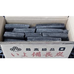 純国産! 富士炭化興業のオガ備長炭(加工炭)です。形状は四角炭で真ん中にまるい穴が開いています。備長...