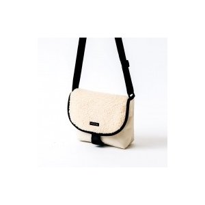 earth music&ecology SHOULDER BAG BOOK BEIGE e-MOOK / ブランドムック   〔ムック〕|hmv