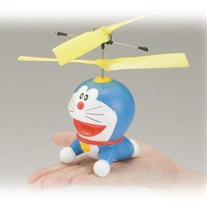 空飛ぶ ドラえもん ひみつ道具 ドラえもん タケコプター 室内飛行専用・赤外線コントロール のび太の町ミニジオラマ付き! エポック社 ラジコン hobby-zone