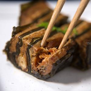 メール便 送料無料 鮭と昆布の重ね巻き(ハーフ) / おためし 自宅用 試食 お試し こんぶ こぶまき 昆布 日高昆布 コンブ|hokkaido-gourmation