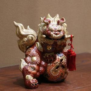 九谷焼 6号剣獅子 赤盛B  素材:磁器 サイズ:幅16cm×奥行14cm×高さ19cm 箱:紙箱