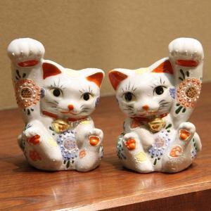 九谷焼ペア招き猫 4.5号太腕白盛  素材:磁器 サイズ:幅10cm×奥行8cm×高さ13cm 箱:...