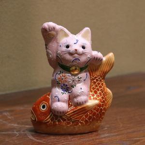 九谷焼招き猫(右手金運招き猫)5号鯛乗り ピンク盛  素材:磁器 サイズ:幅11.5cm×奥行6cm...