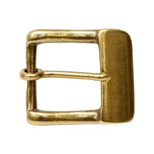 真鍮無垢素材のバックル。