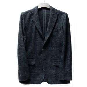 マンシングウェアからシンプルで大人っぽいジャケットが登場です。 ウール60%で温かみのある雰囲気。 ...