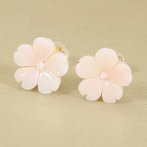 ピンク珊瑚 ピアス K18YG 桜 花 ミッド珊瑚 無染色 JUNSUI