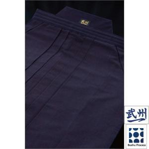 武州一。それは日本の藍を研ぎ澄ます天然発酵建て・先染めの技。武州一は、藍染、織布、裁断、縫製まで、熟...