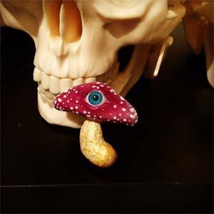 Eyeball Mushroom:ブローチ/ オムスビ目玉茸:夜の女王 陽子:ホイホイレコードだけ販売|hoyhoy-records