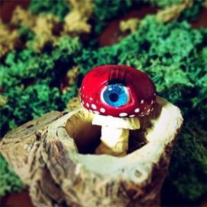 Eyeball Mushroom:ブローチ/ ベニテング目玉茸:三女 アン:ホイホイレコードだけ販売|hoyhoy-records