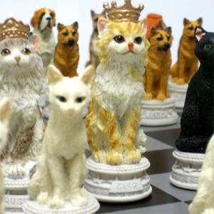 ※送料無料!※犬軍団vs猫軍団【犬猫総勢32匹が揃い踏み】 犬猫のチェスセット|hrtg