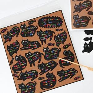 スクラッチのシールを削ってメッセージを書き込んで台紙に貼付ける、今までにないユニークな仕様。シールタ...
