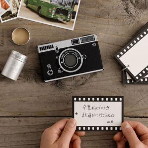 クラシックカメラを思わせるスリーブに、ネガフィルムのようなメッセージカードをセットして贈ることができ...