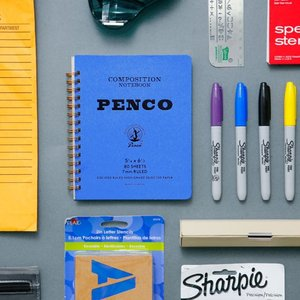 アメリカントラッドなカレッジノートをPENCO流にアレンジしました。 カラーボード紙にシンプルロゴ、...