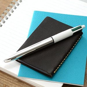 フランスの筆記具メーカーBIC(ビック)社の4色ボールペンです。 なめらかな書き味、機能的な4色、か...