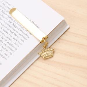 ホルン、王冠、キー、タワーのチャームが目印になるクリップ式のブックマーカーです。読みかけの本や手帳な...