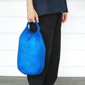 薄手の高密度リップストップナイロン(コーデュラ)製のスタッフバッグです。山登りなどアウトドアで活躍す...