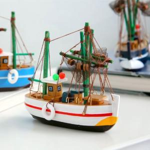 すべてハンドメイドのヨットの模型です。邪魔にならないサイズで机上のディスプレイに最適。作りはとてもラ...