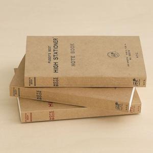 再生紙を利用したペーパーバック(洋書)サイズのノートです。大ボリュームの300ページで何でも自由に書...