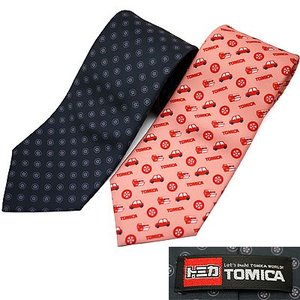 ◎内容:トミカのミニカーやタイヤをデザインしたネクタイ。 トミカのミニカーやタイヤなど、トミカの象徴...