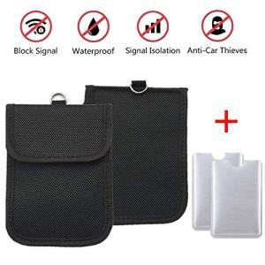 二つの収納ポケットの奥側には電波をブロックする特殊な布を使用しています。そこにスマートキーを収納する...