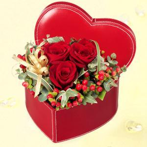 男花・キメ花 花キューピットの赤バラのハートボックスアレンジメント|i879