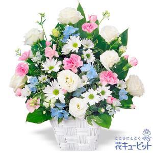白いトルコキキョウとスプレーマムに、淡いピンクとブルーを添えたお供えのアレンジメント。故人との思い出...