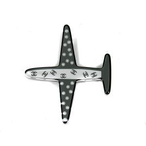 シャネル CHANEL ブローチ ココマーク 飛行機モチーフ フェイクパール ブラック ホワイト 黒...