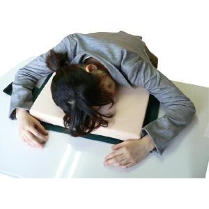 辞書を開けば枕に変身★昼寝枕の仕事中毒★机上枕|ideashopshowa