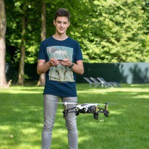 国内正規品Parrot ドローン Mambo Fly ドローン規制対象外200g未満 垂直カメラ+超音波センサー掲載オートホバリング機能付|idr-store