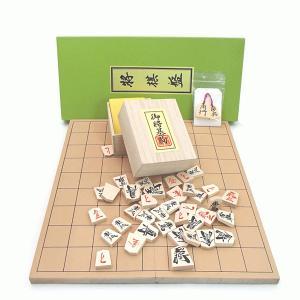 お子様とご家庭でも職場でもお手軽に将棋を楽しんで頂ける将棋セットです。 サイズは約30×33cmとや...