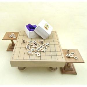木製将棋盤セット 北海道産本桂二寸足付将棋盤と白椿上彫駒に駒台付