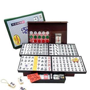 人気のお手軽麻雀牌です。 材質はユリア樹脂で、牌のサイズはL寸サイズです。 背裏の色は竹を思わせる飴...