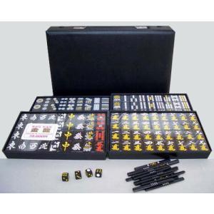 人気な黒牌の麻雀牌です。 材質はユリア樹脂で、牌の色は黒色です。 牌の大きさはMサイズで、赤ウーピン...