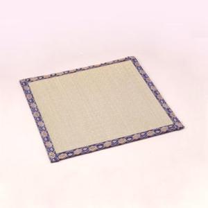 碁盤の下に敷く畳マットです。盤やテーブルを傷つけず、足付盤の置き跡もなくします。 将棋盤にもご使用頂...