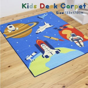 デスクカーペット 「スペース」 約133×170cm デスクカーペット 男の子 学習机 子供部屋 ルームマット ワイド 宇宙柄 宇宙飛行士 宙 スペースシャトル|igusakotatu