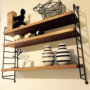 String Shelf (ストリング シェルフ)は1949年にデザインされ、誕生から60年たった今...
