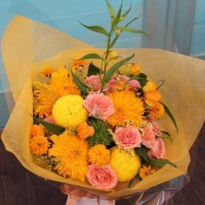 オレンジ系花束 季節のお花でお作りします お誕生日 お祝い プレゼント ギフトに 送料無料