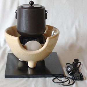 茶道具 土風炉 紅鉢 電熱風炉 小釜 志きの 糸目筒型 合金製&電熱式 枇杷色さつま風炉 紅鉢型 炭型電熱器&敷板セット|imaya-storo